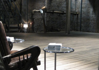 Dragons' Den table and chair